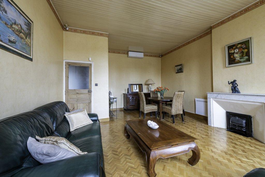Bel appartement ancien avec balcon au calme