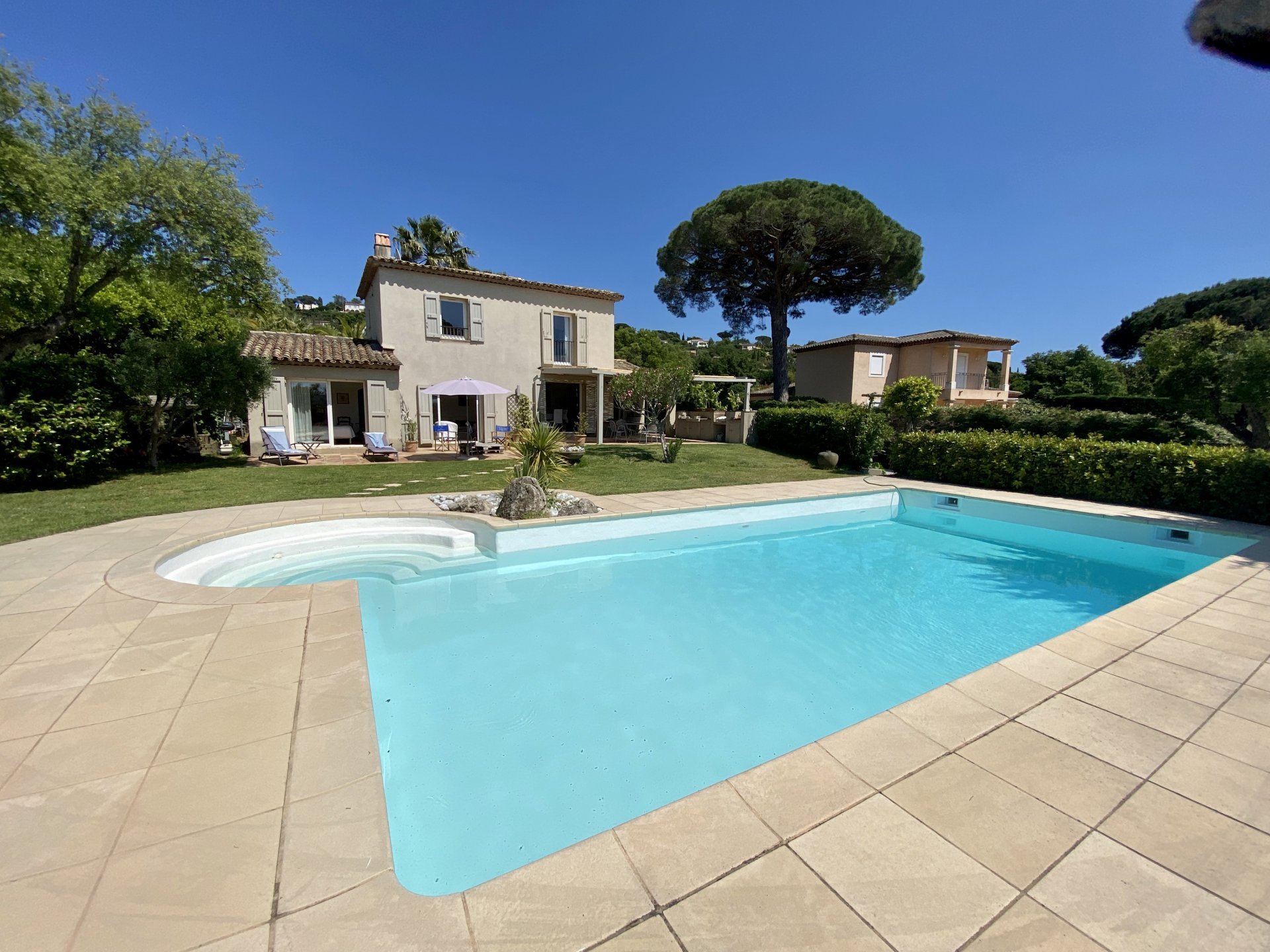 SOLE AGENT -Charming villa with swimming pool near Saint-Tropez