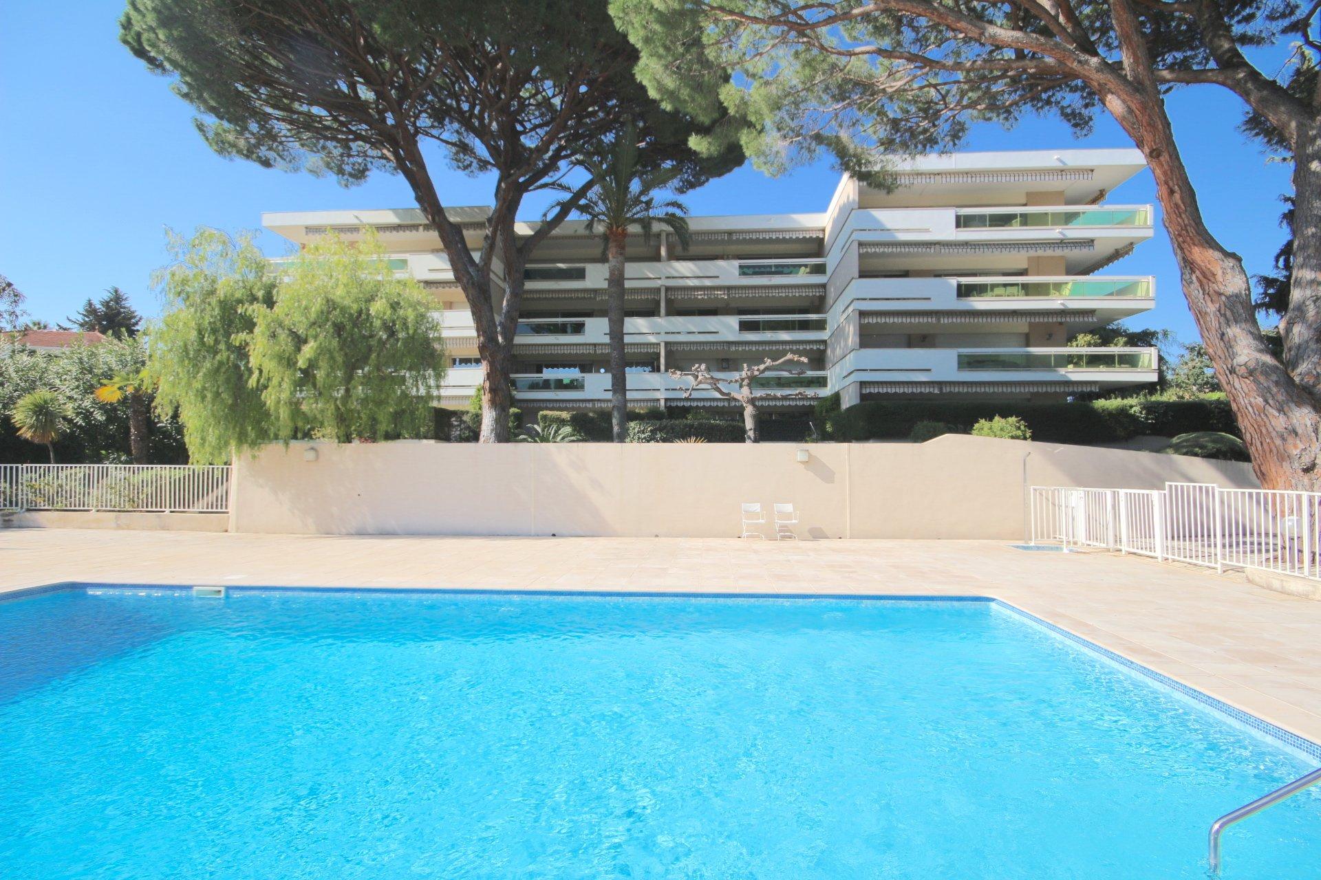 Cannes-Large terrace south-