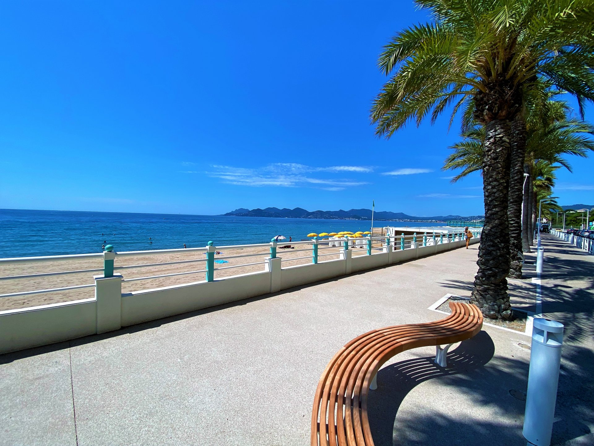 CANNES BEACHES 2 ROOM FLAT FOR SALE