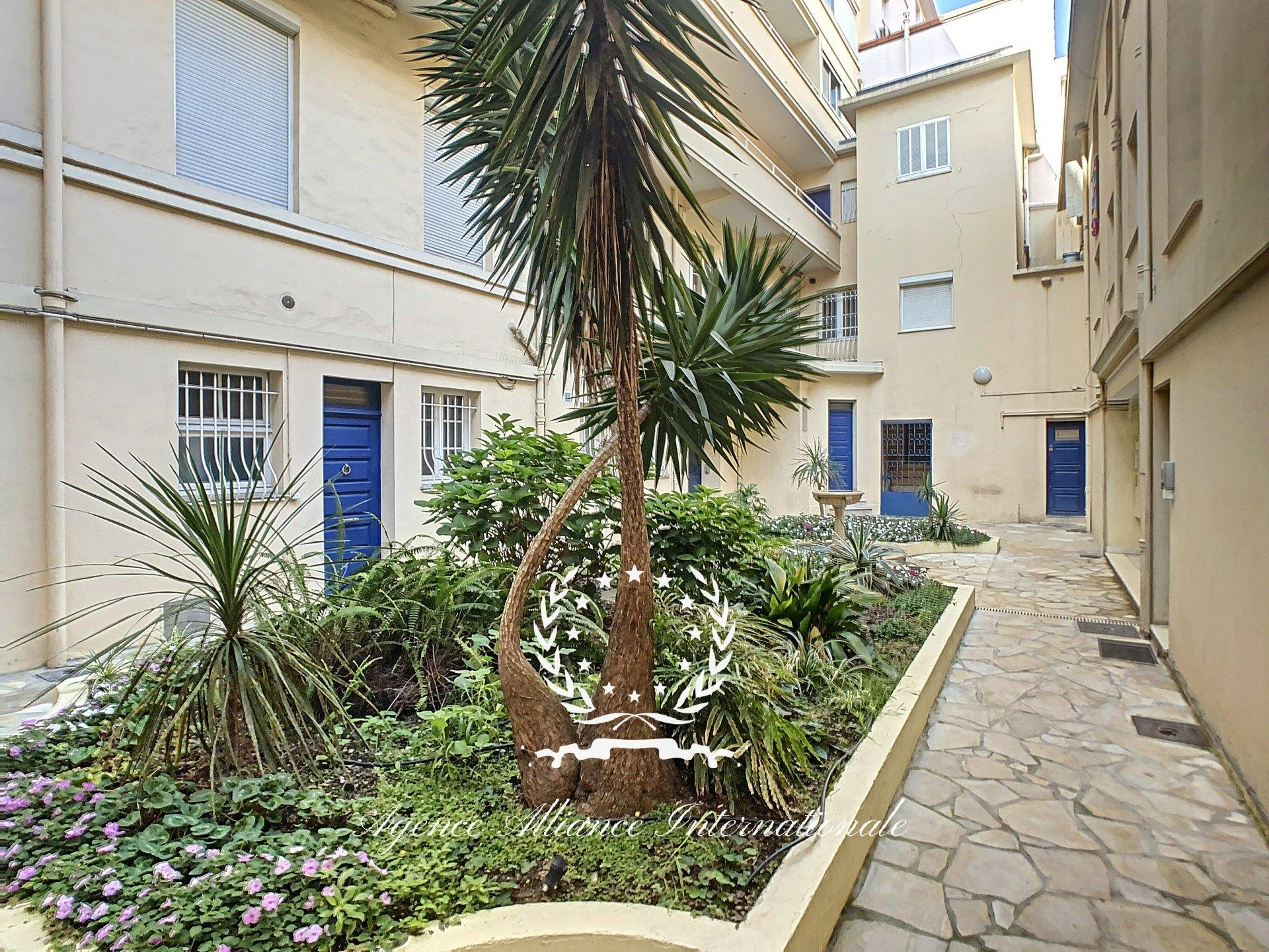 CANNES 100M FROM THE BEACHES - 2 ROOMS