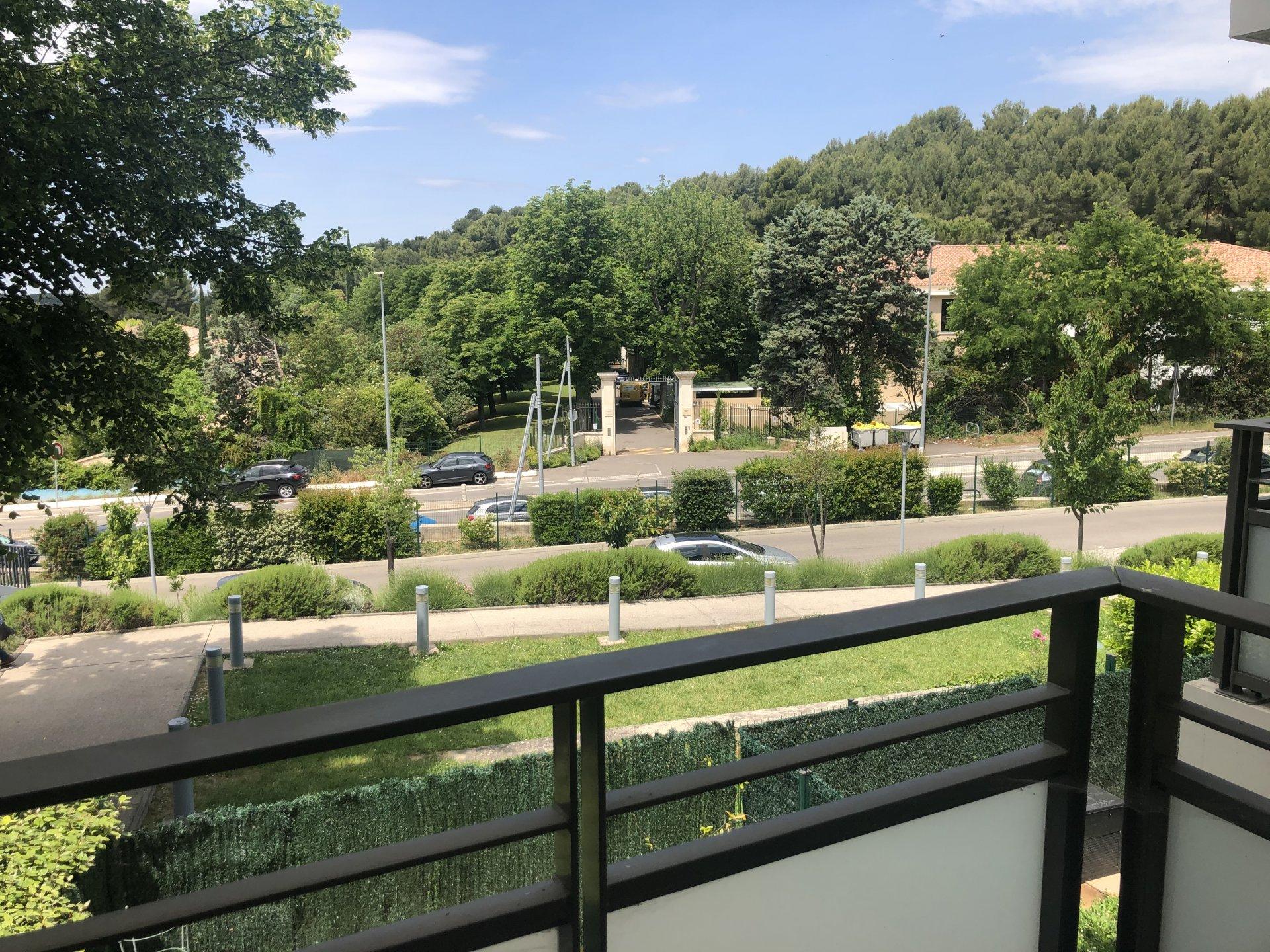 Luynes - Studio avec balcon et stationnement privatif