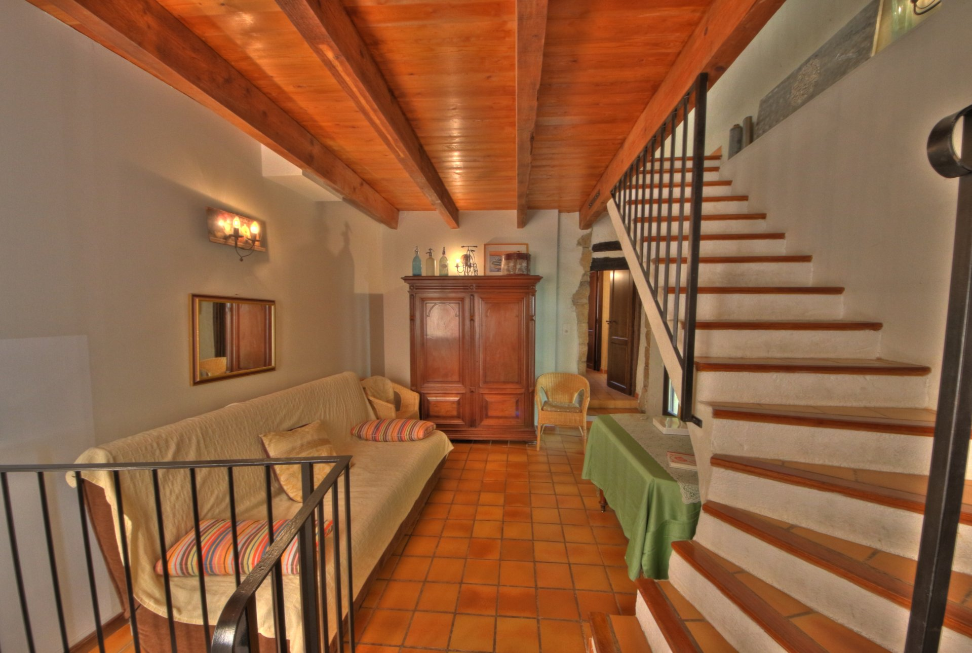 Spacious entrance with access to the vaulted cellar