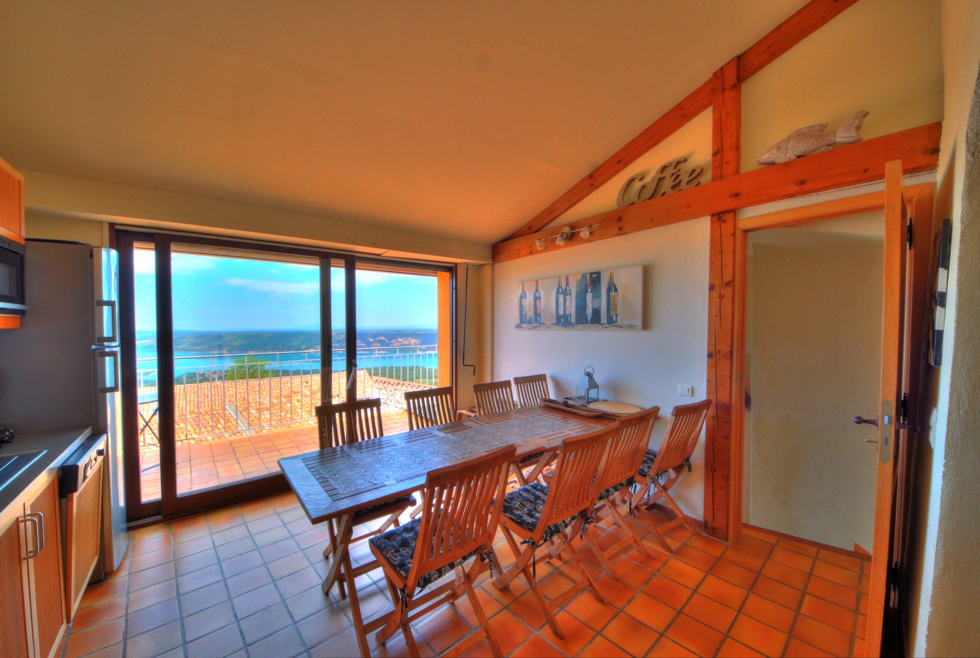 equipped kitchen, bright with terrace access, panoramic view of the lake and the castle