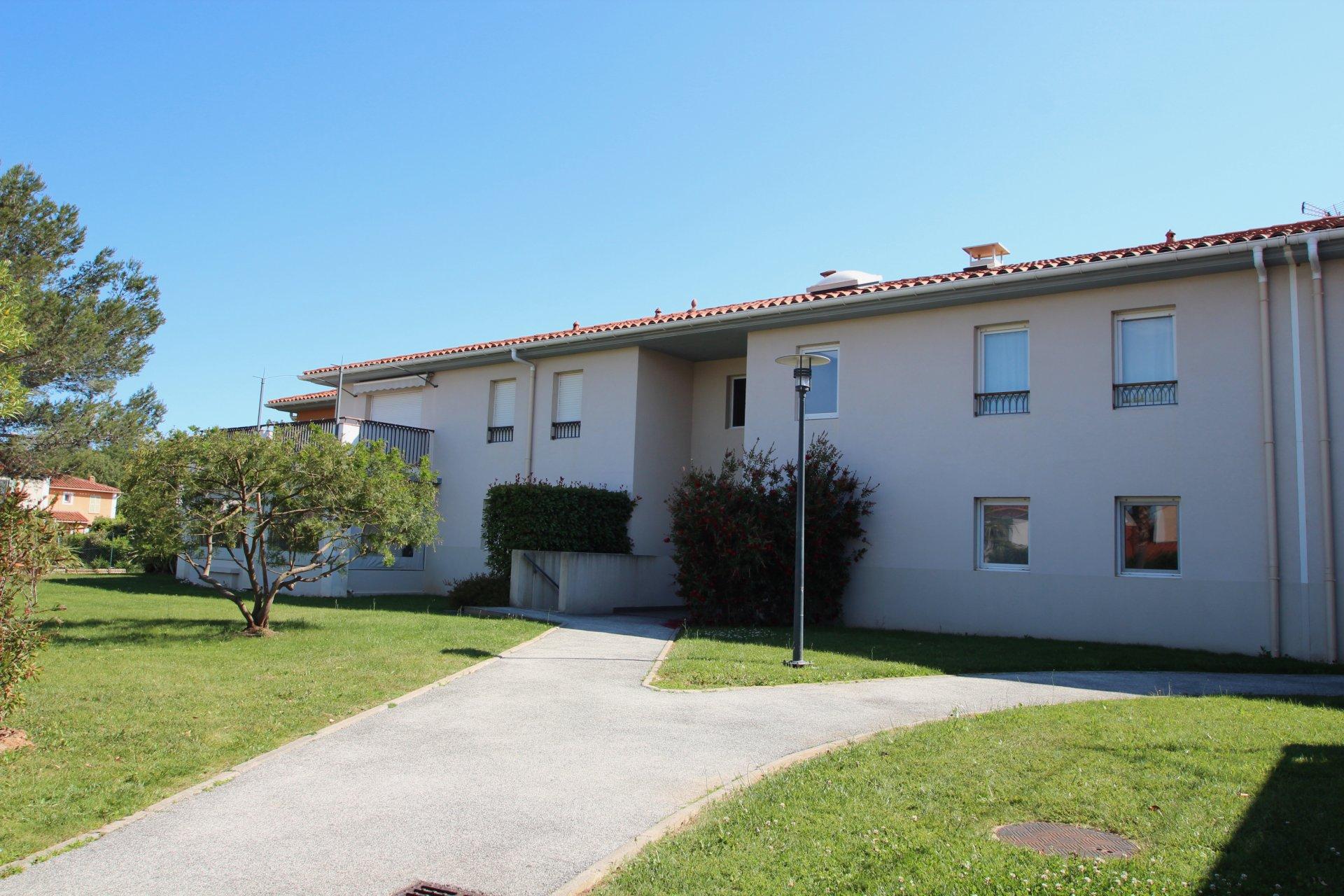 Roquebrune-s/Argens - modern 3k. appartement met tuin en 2 garages