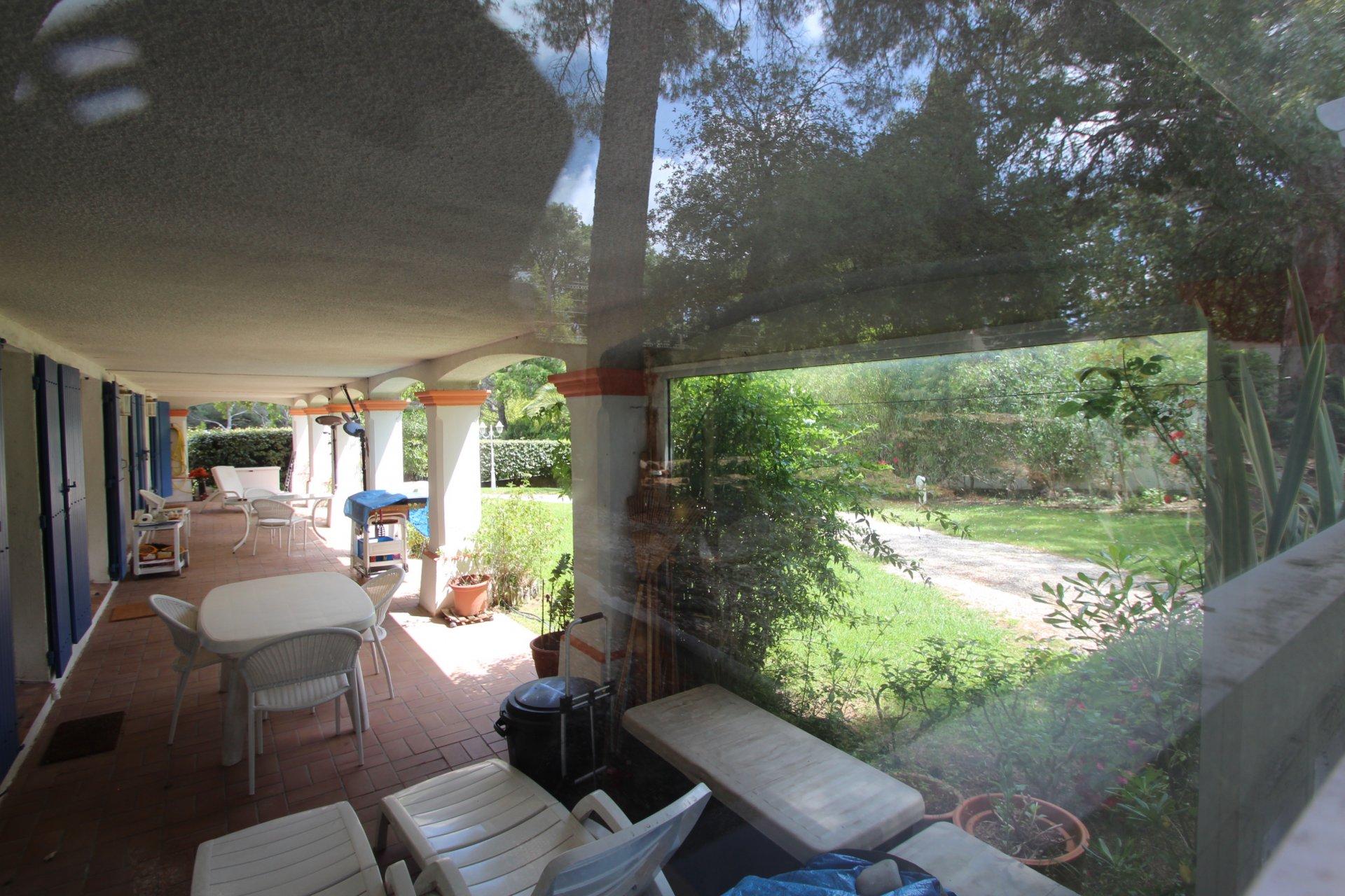 St.Raphaël - Valescure appartement spacieux (100m2) rez de chaussée + 2 x garage