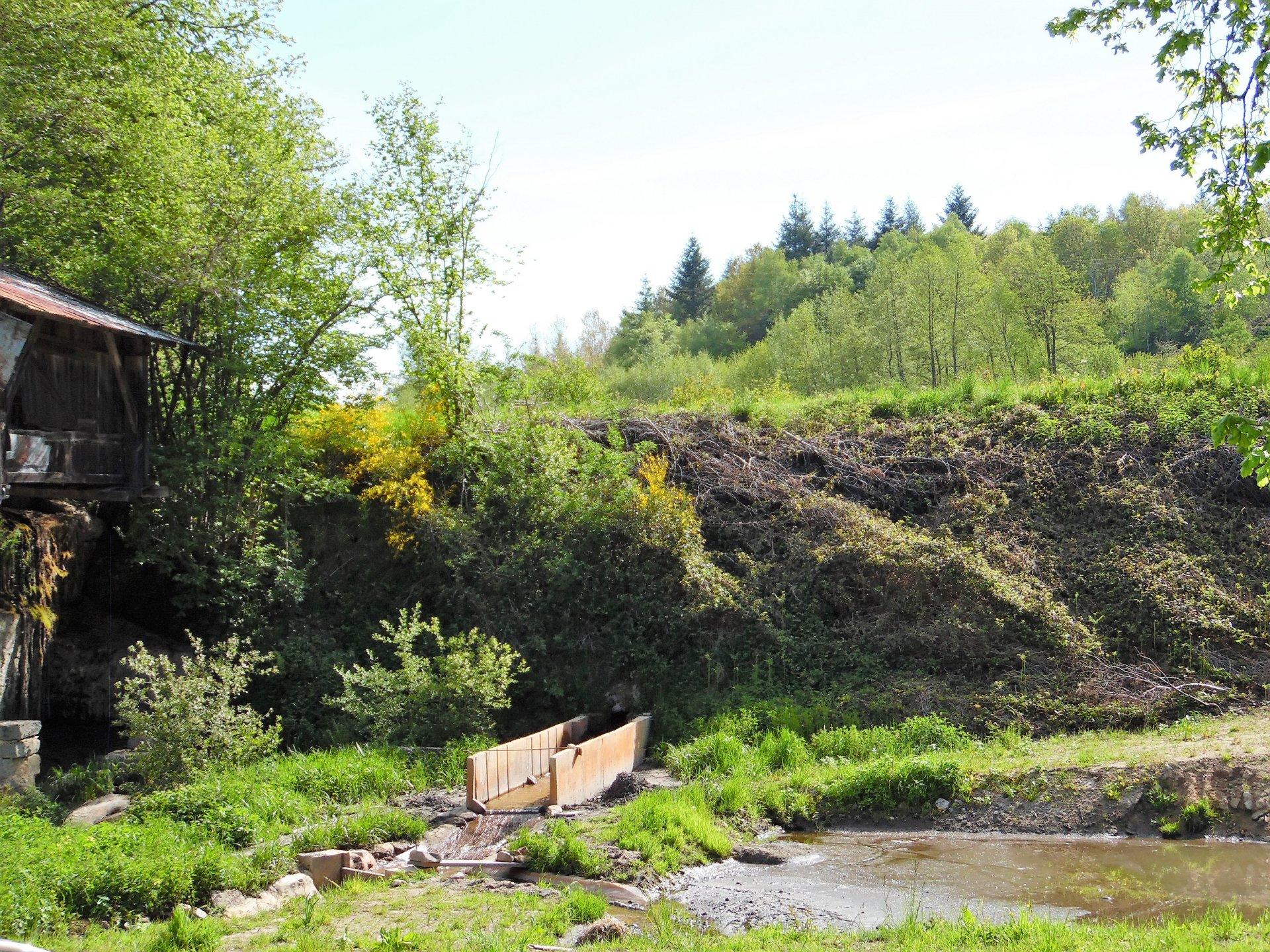 Woonhuis met  2100m² grond te koop bij Crocq in de Creuse.