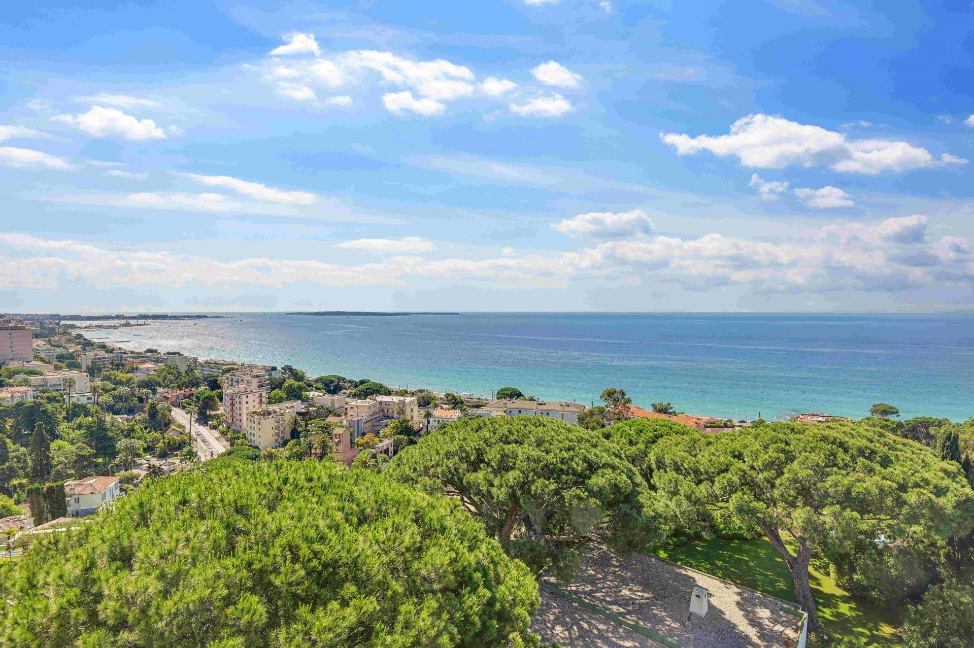 Cannes  - 4 P de 110m² . Vue mer panoramique- Plage à 300 mètres