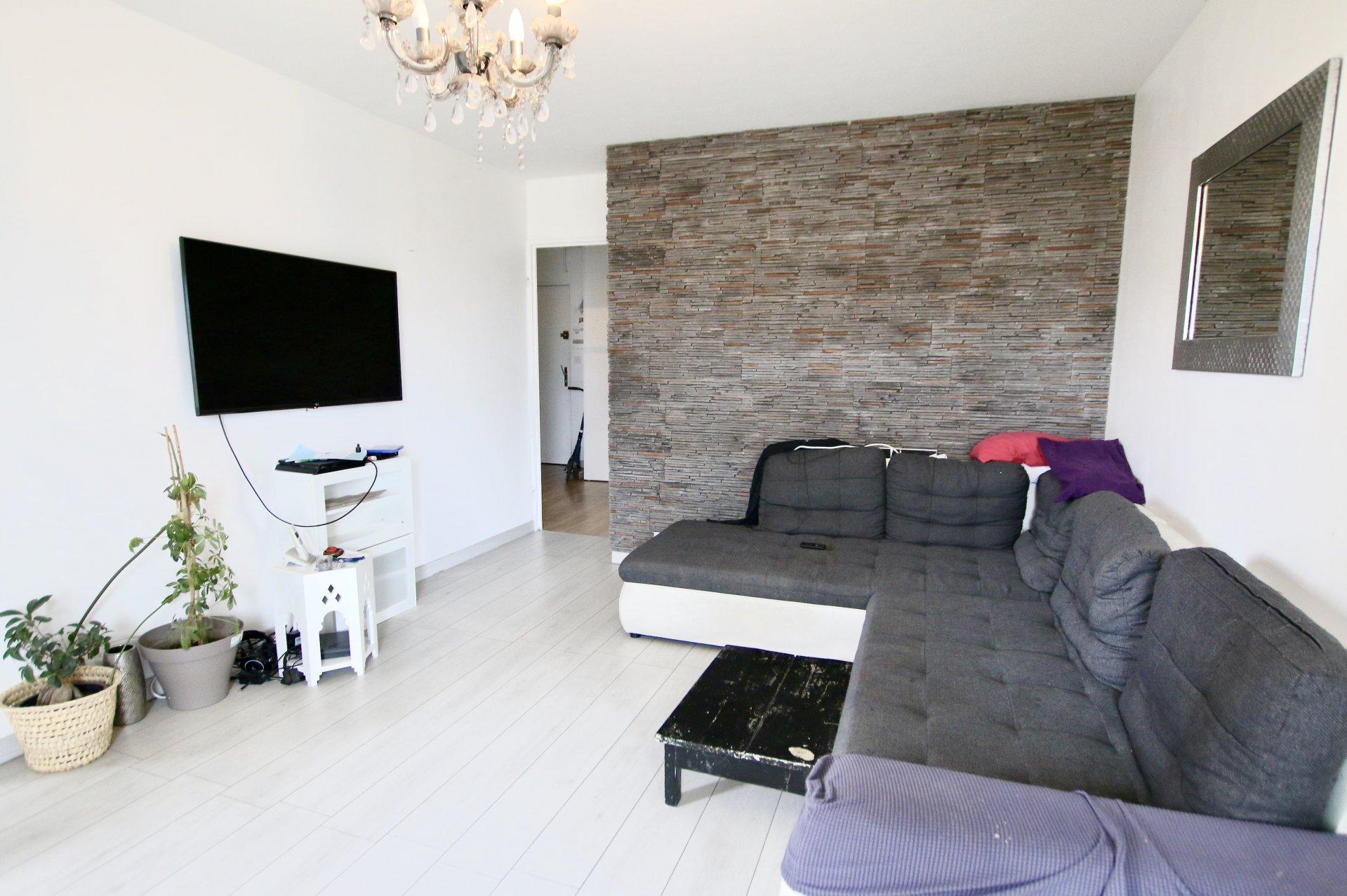 Appartement T4 de 75m2 avec balcon et place de parking - Port Saint-Sauveur