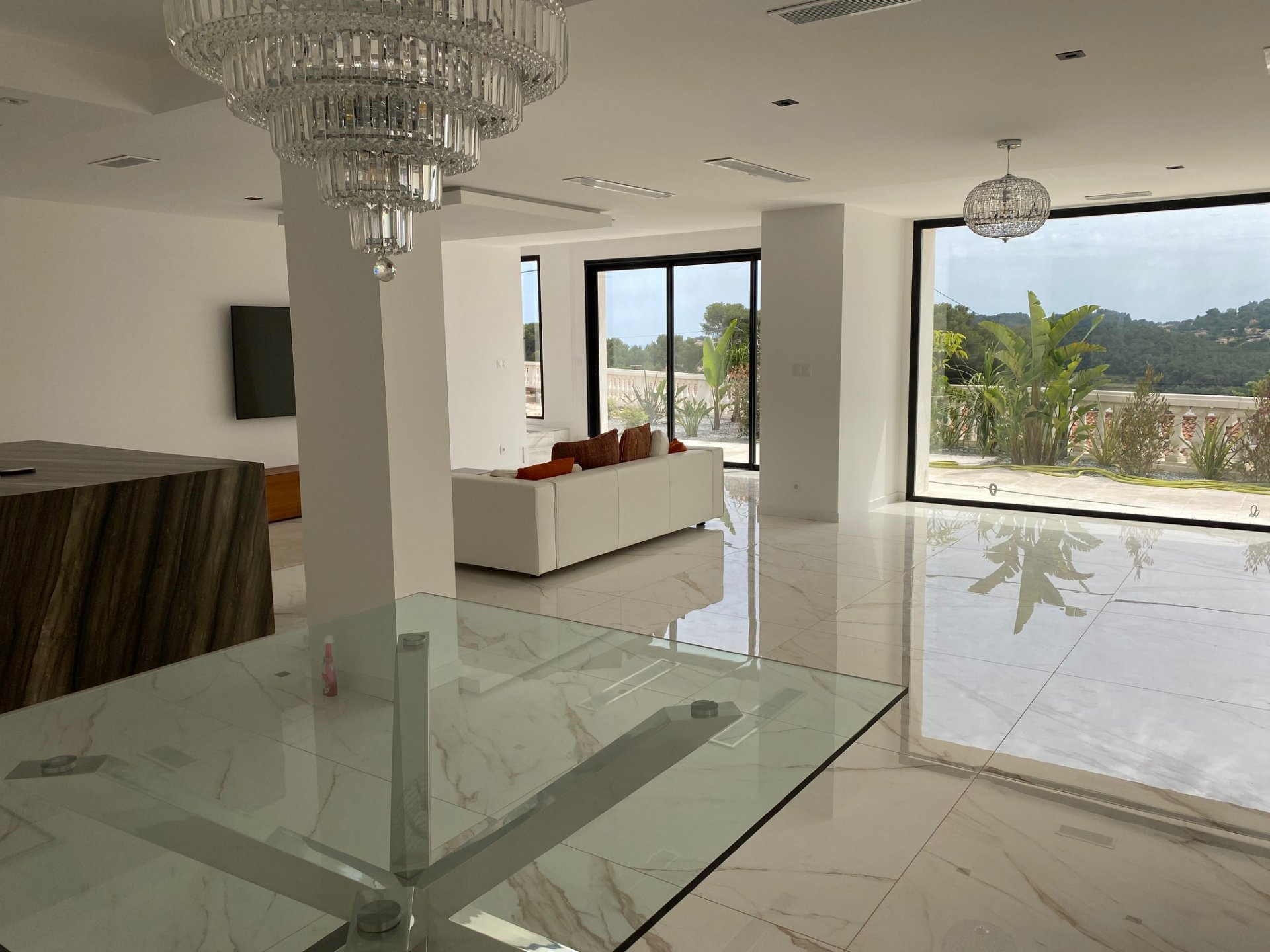 Stunning, fully renovated villa with a contemporary vibe