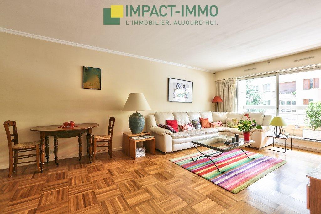 A Vendre Appartement Courbevoie Coeur de Ville 2 pièce(s) 63 m2 Balcon et Parking