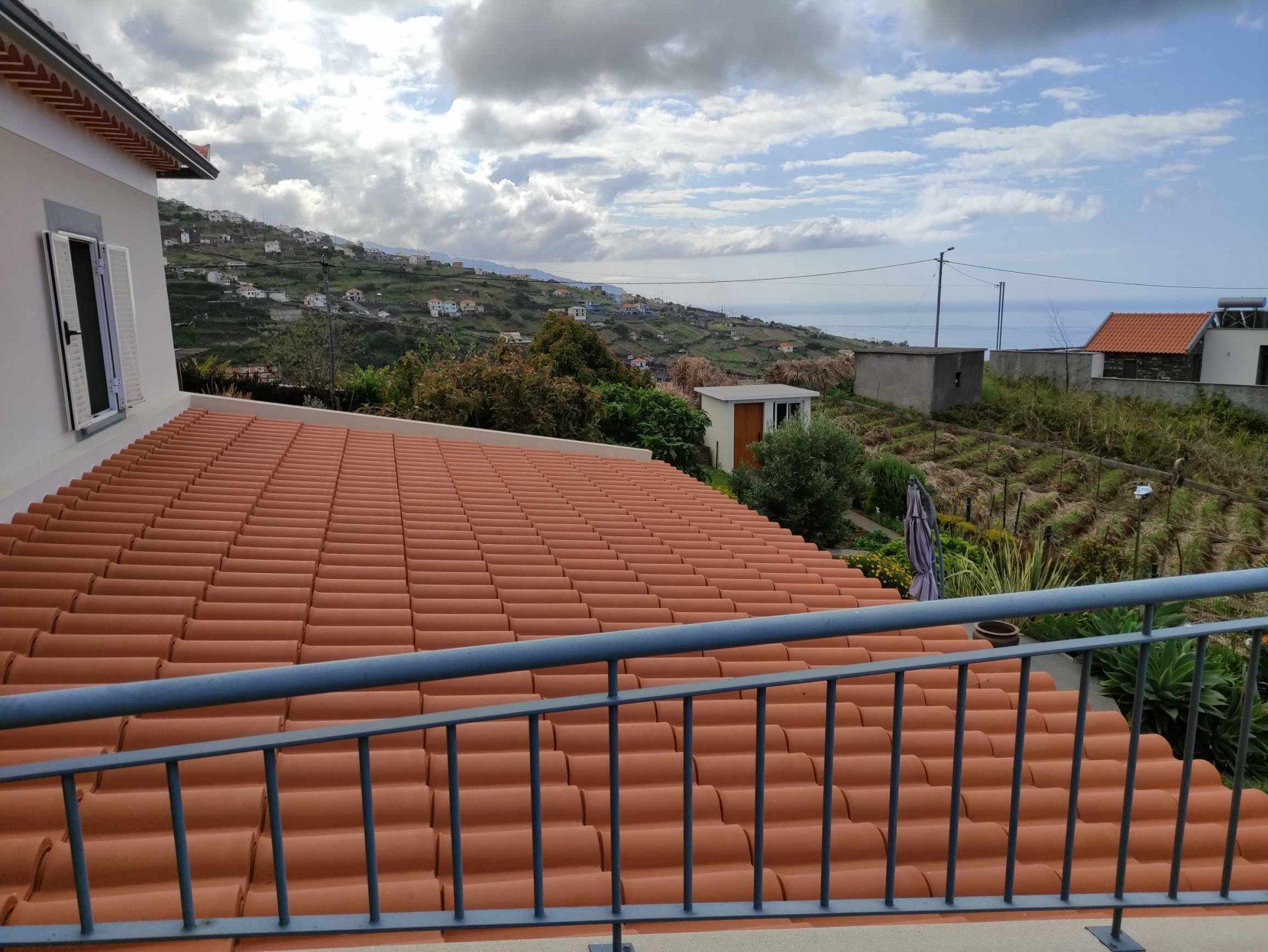 Casa tradicional totalmente renovada com vista panorâmica do mar