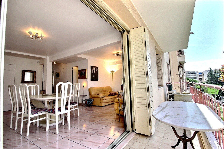 Cannes dans le secteur de la Banane 3 pièces avec balcon proche Croisette