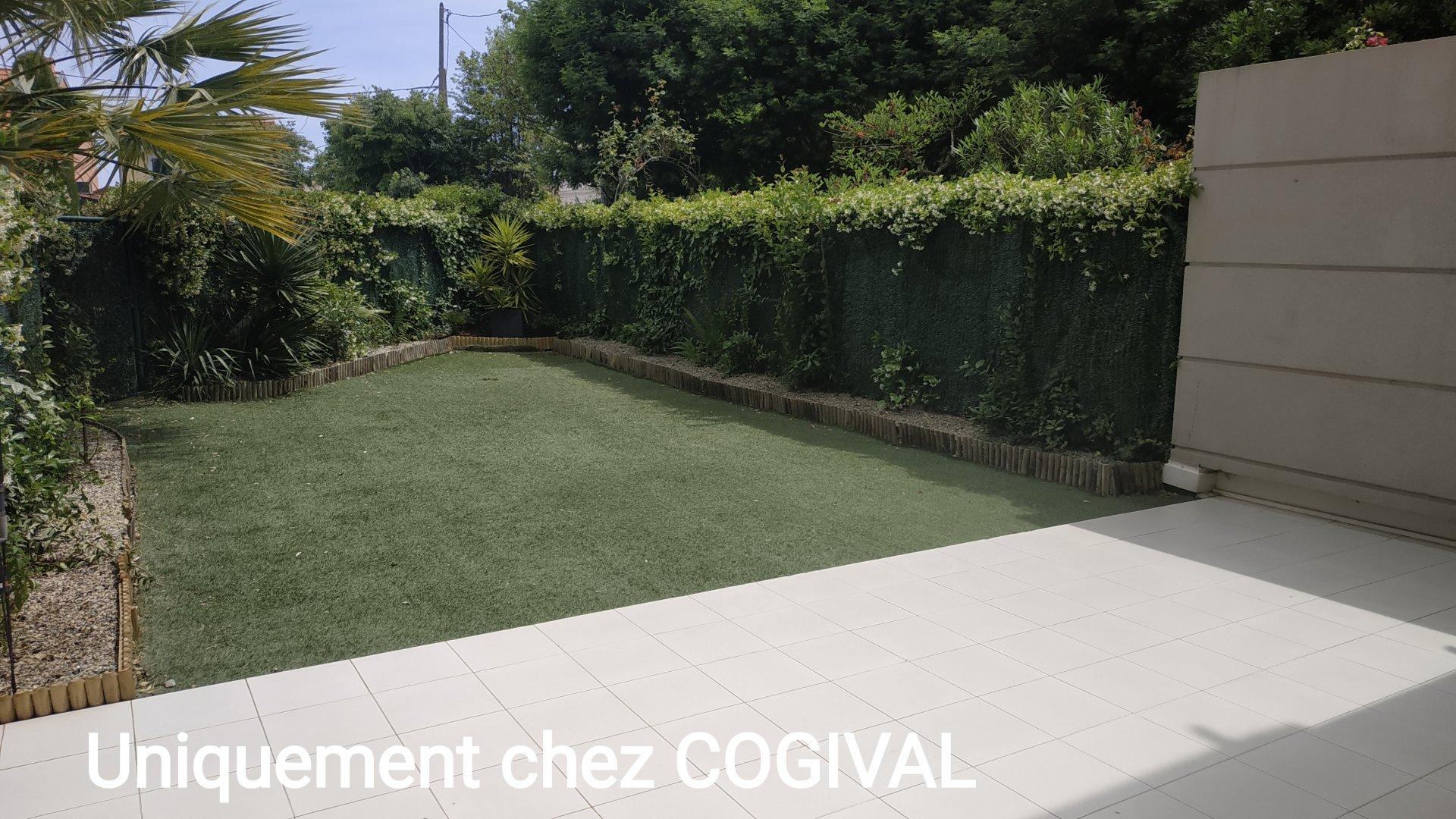 GOLFE JUAN - Rare Bel F2 en rez-de jardin dans résidence avec piscine - terrasse & garage