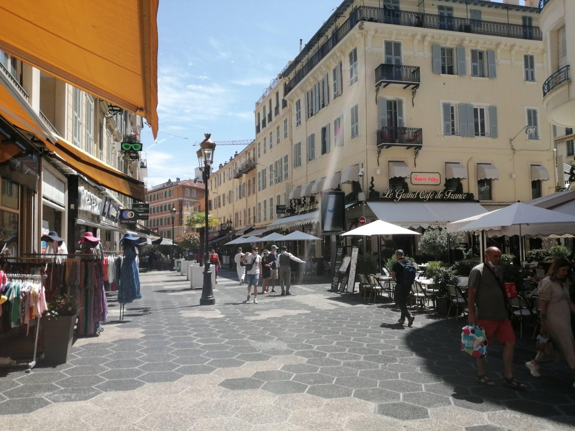 Locaux 100 m2 rue de France Nice