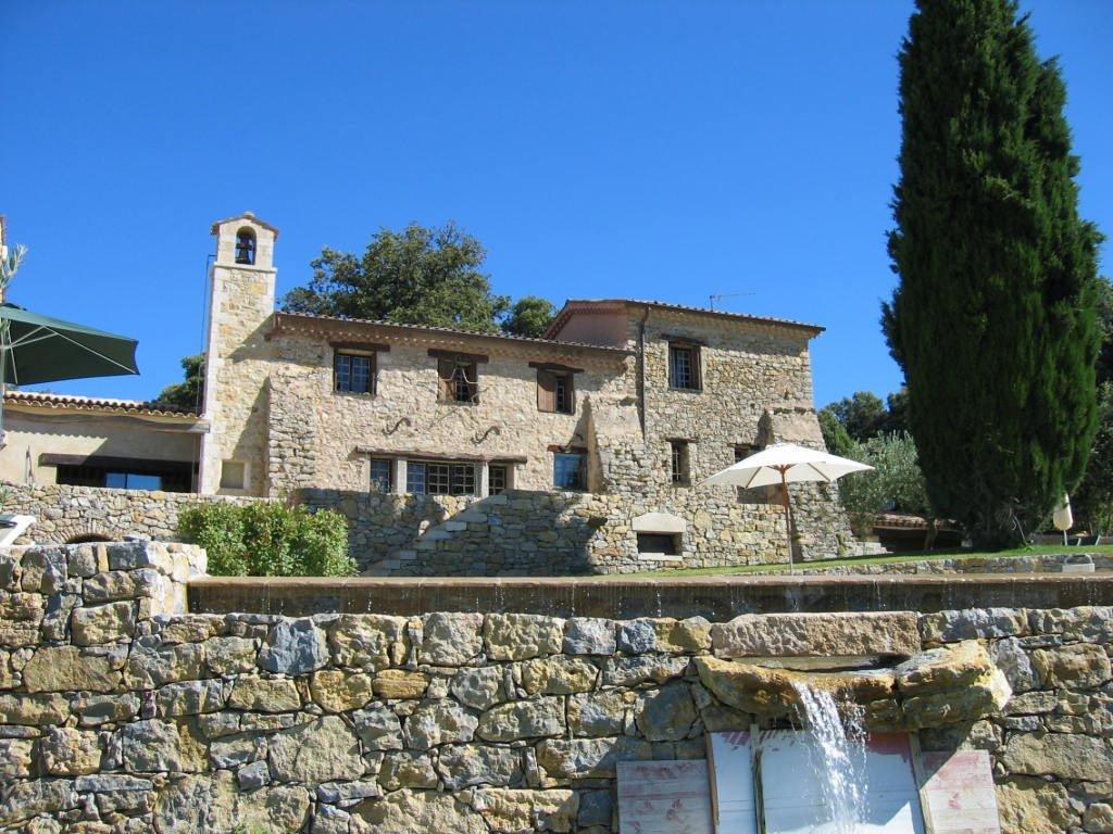 Domaine rénové d'une ancienne bastide à Ampus