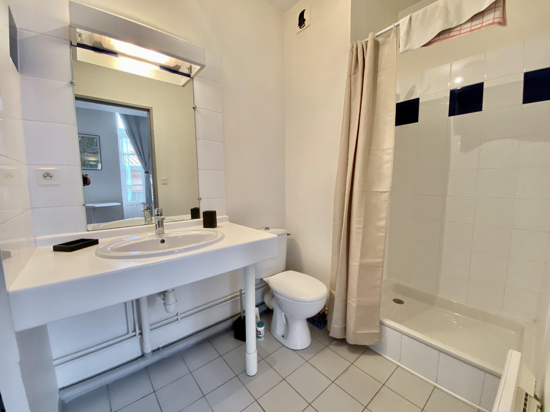Appartement meublé avec balcon, rue d'Alsace Lorraine