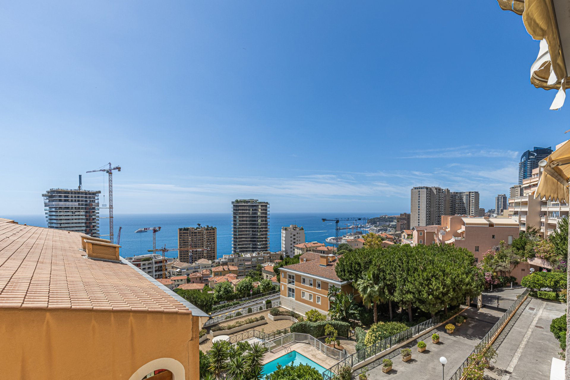 2 bed, terrace, sea view, garage, by foot to Monaco and beaches, in Beausoleil