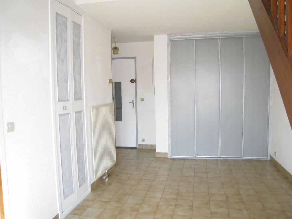 F2 mezzanine + garage proche centre Fréjus - vendu loué