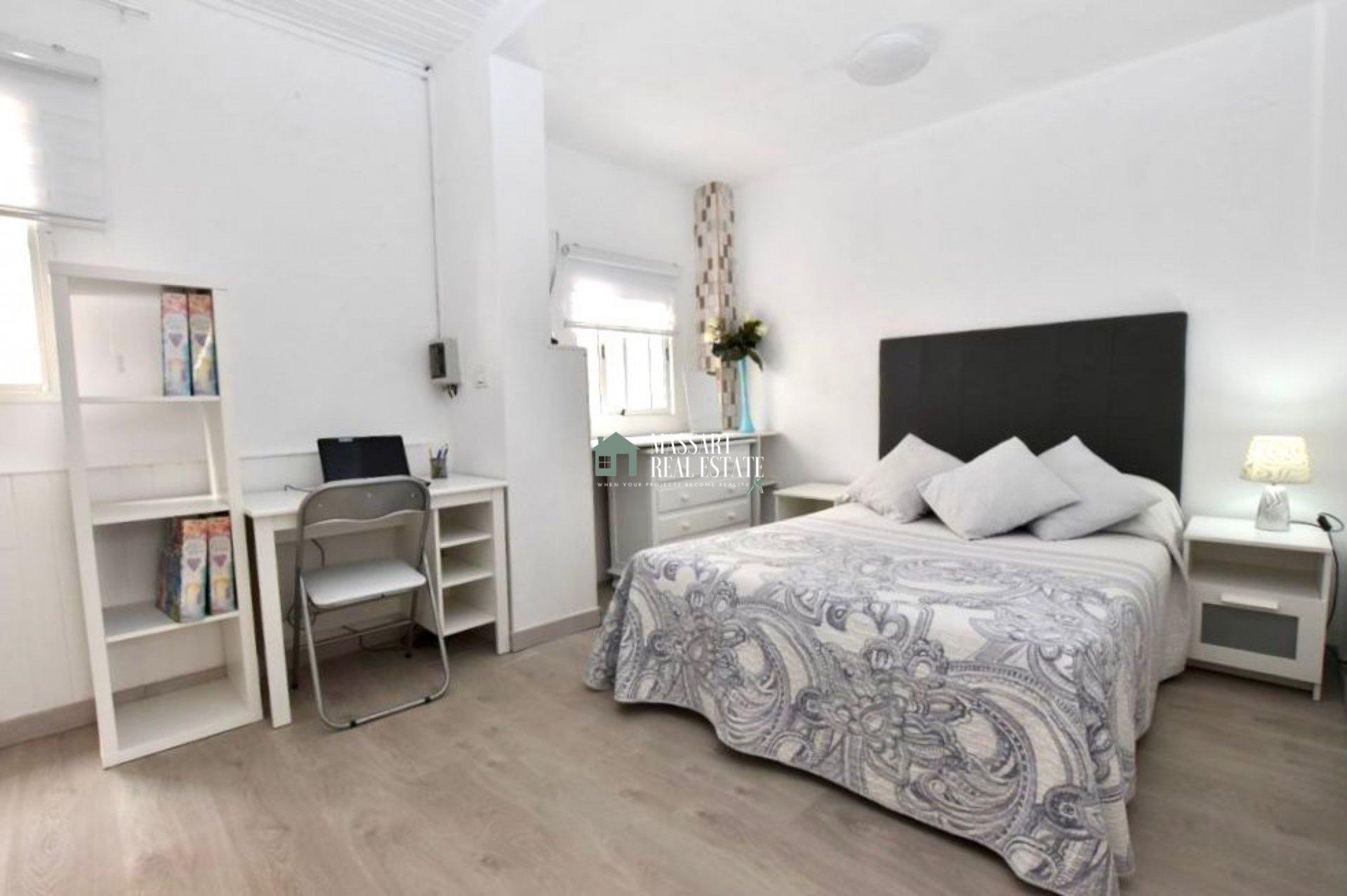 Onlangs gerenoveerd en volledig gemeubileerd appartement gelegen in een strategisch gebied van Buzanada, op slechts 10 minuten van Los Cristianos.