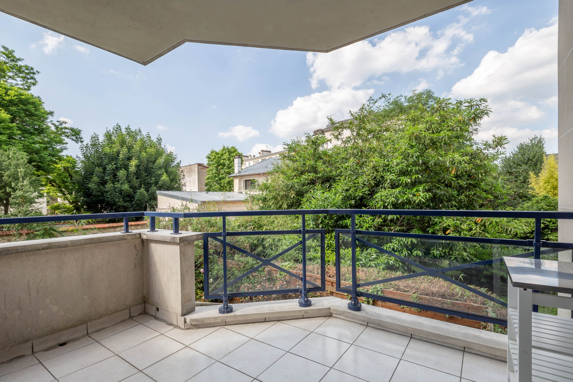 Dans une très belle résidence de 1997, TRES BEL APPARTEMENT 2 Pièces de 49,80 m² avec balcon de 6 m², BOX et CAVE