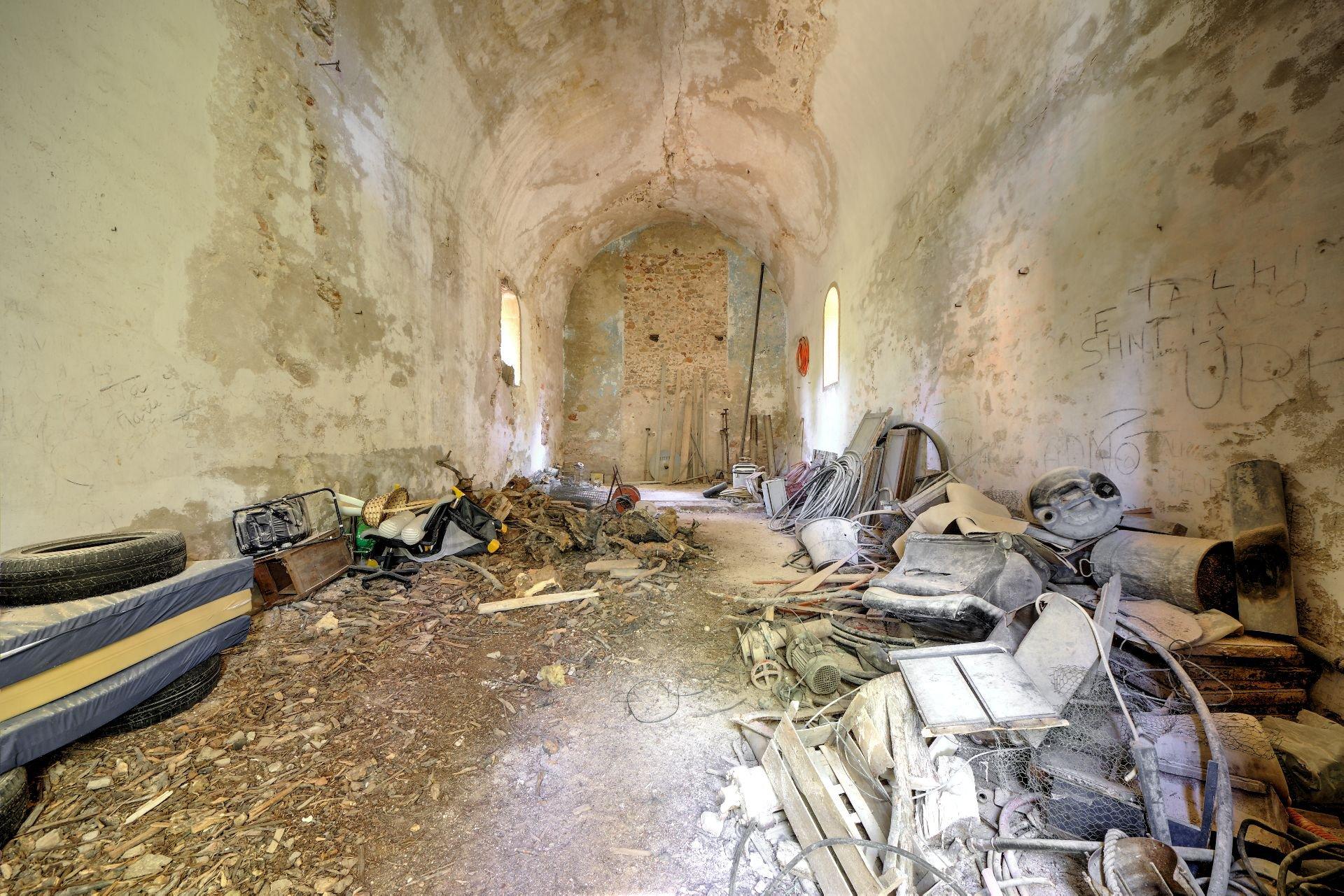 Vue intérieur de la chapelle du 18ième de la bastide  sur 4ha avec chapelle et source, Aups, Provence, Var, Verdon Paca