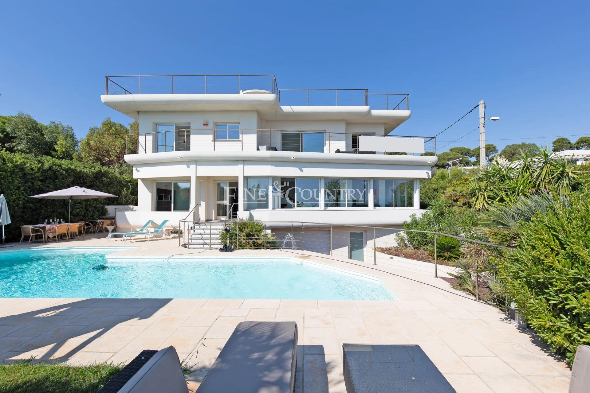 Seafront Villa for sale on the Cap d'Antibes