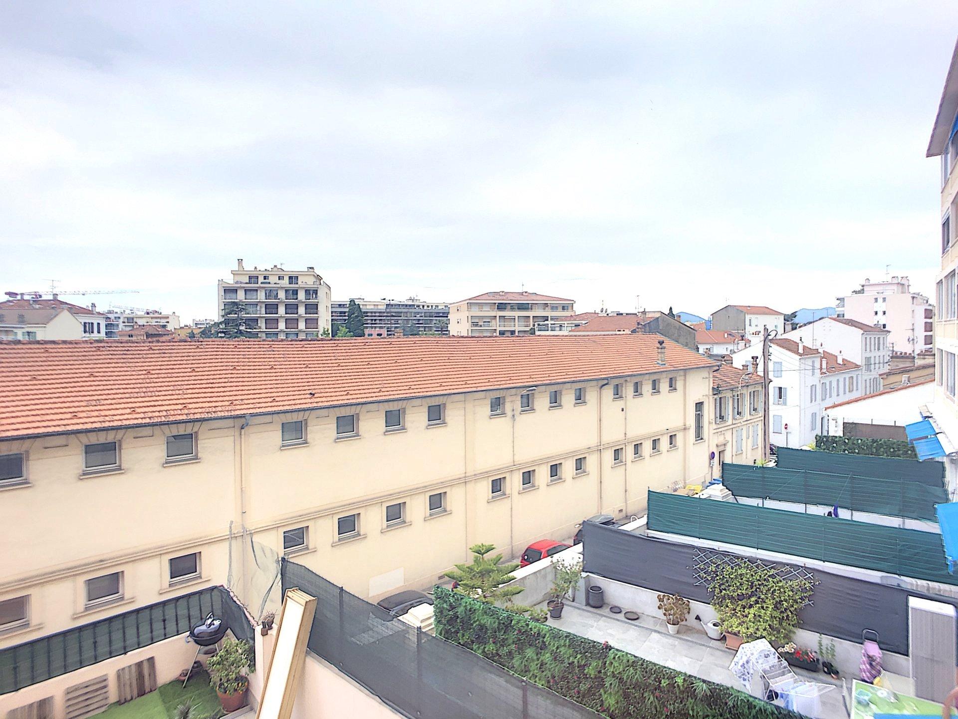 Cannes Montfleury Vaste Studio de 34m2 avec terrasse