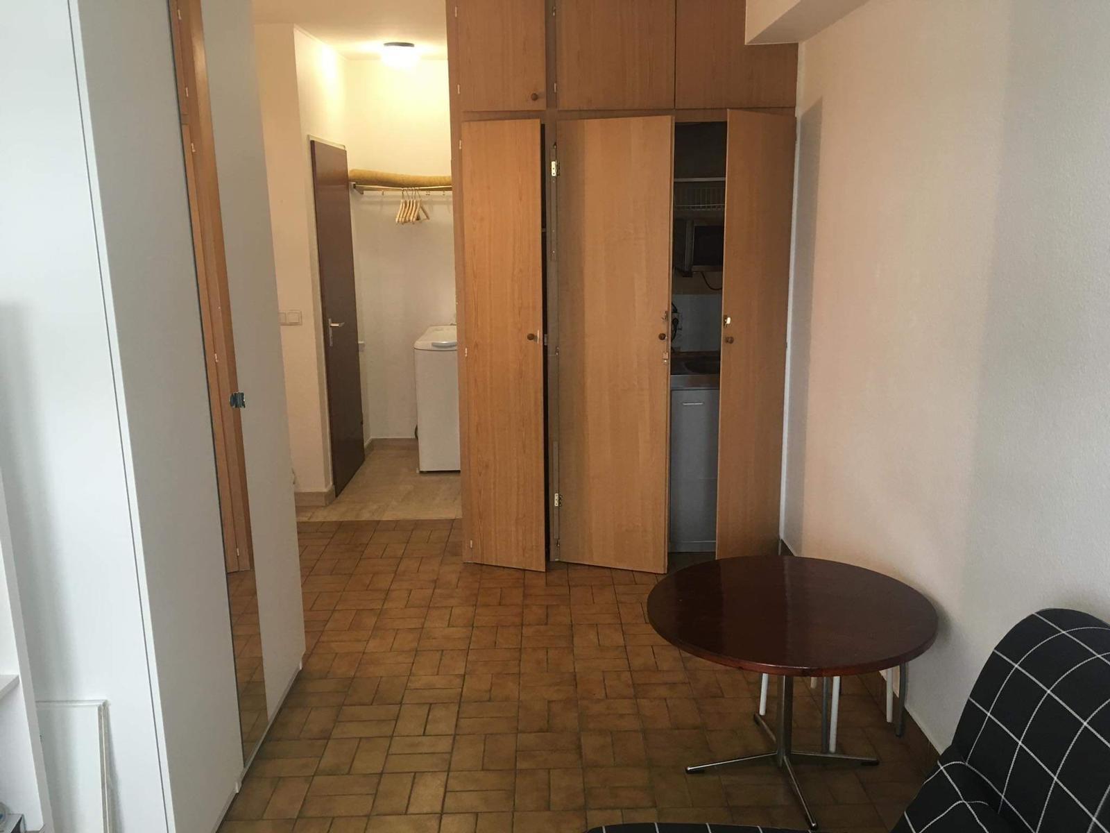 Studio meublé de +/- 20 m2 dans une résidence à Luxembourg-Limpetsberg au 1er étage.