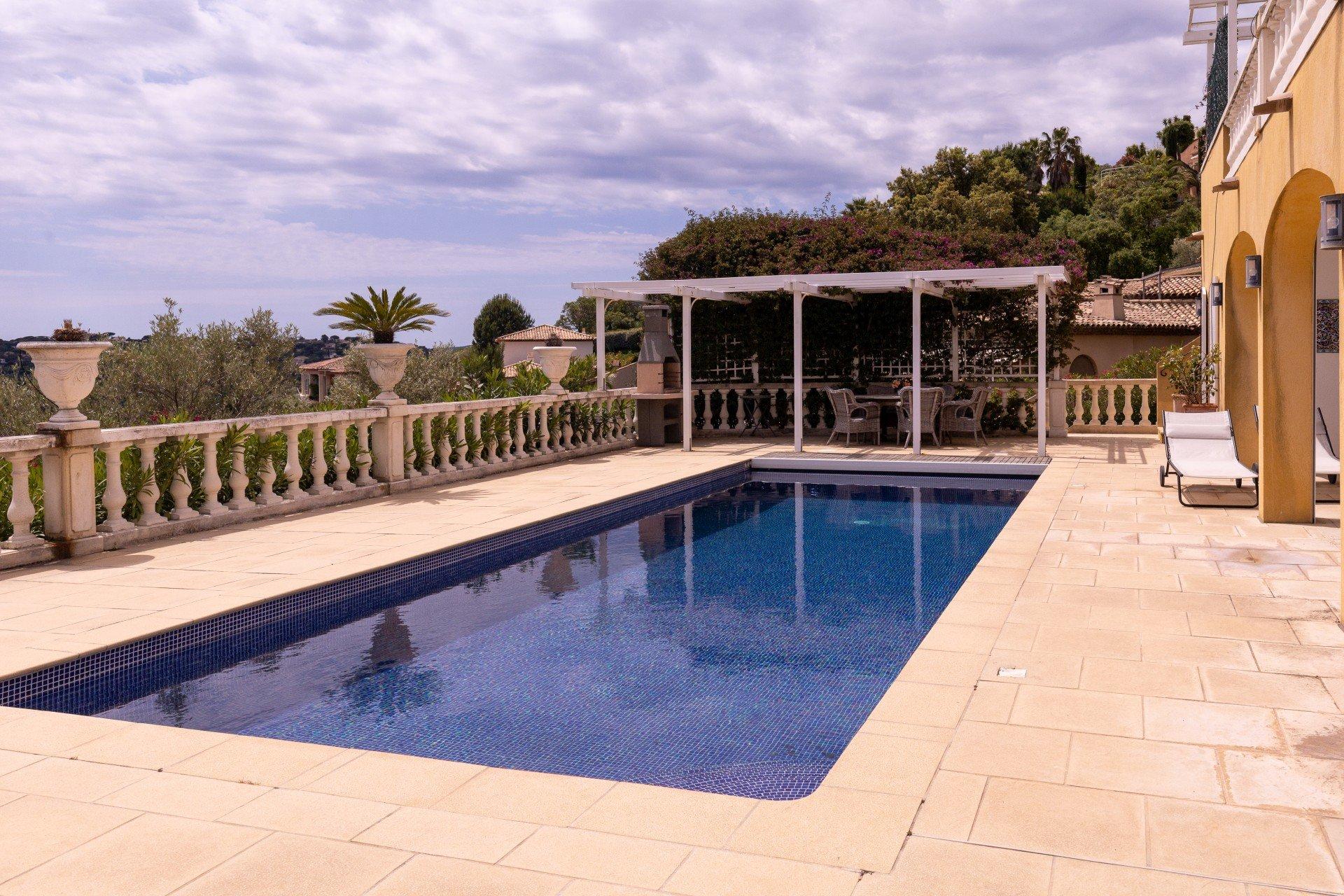 Merveilleuse grande villa avec vue panoramique sur la mer, Ste maxime