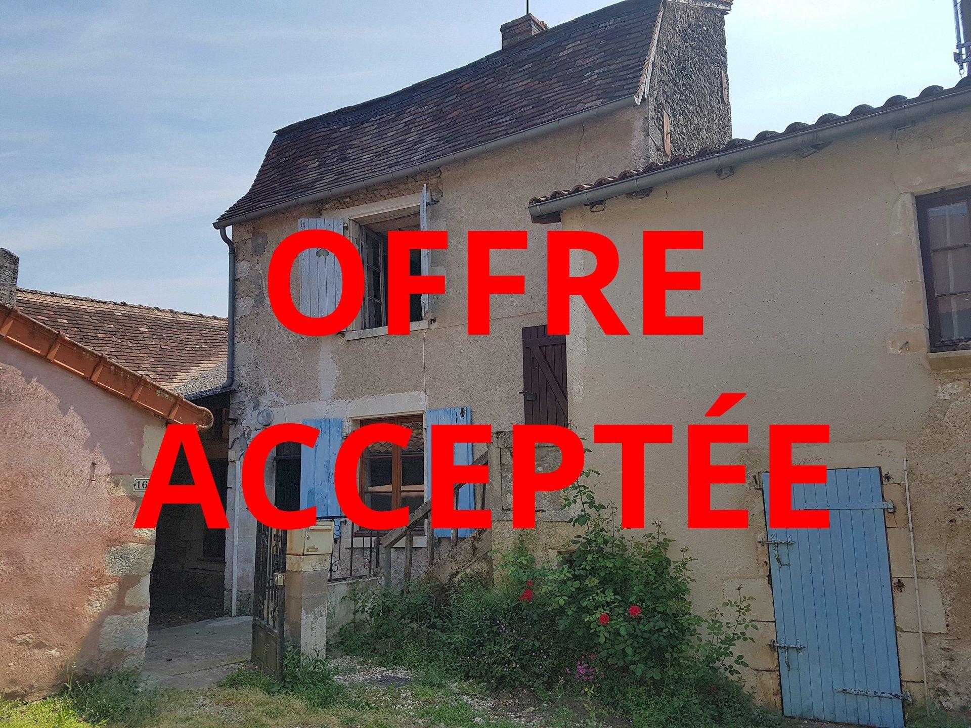Saint Savin, Vienne 86: house to renovate with garden