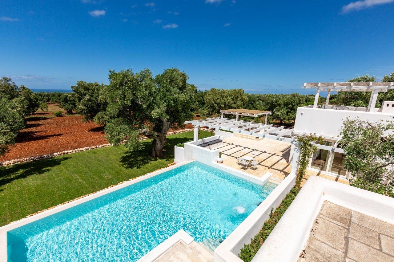 Villa vista mare a Carovigno, 3 camere e piscina