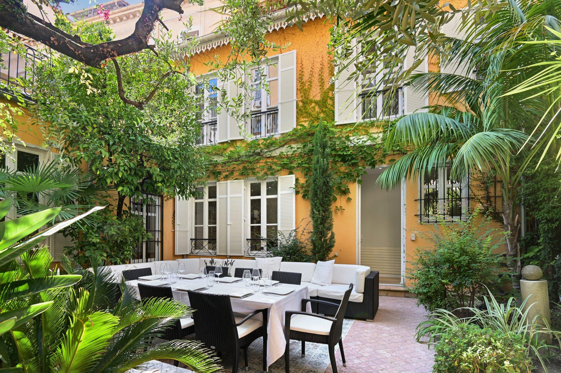 Unikt norskeid townhouse med uteplass i hjertet av Cannes.