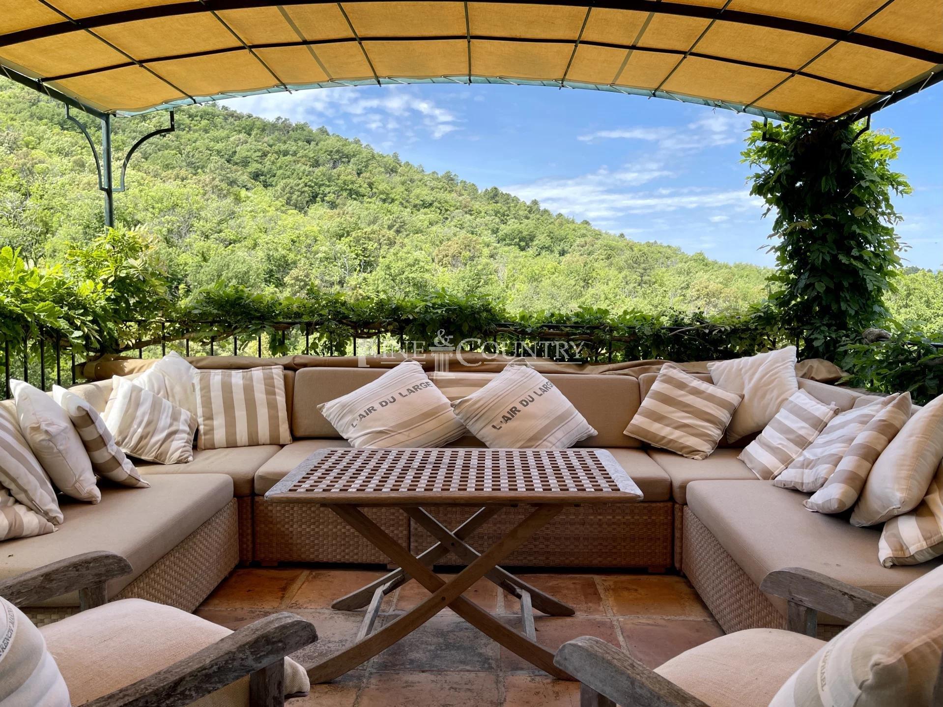 Villa For Sale in La Garde Freinet