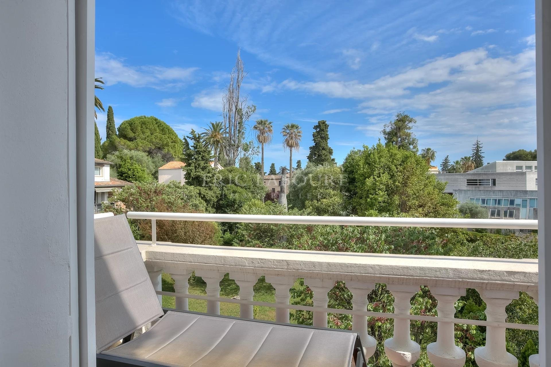 Luxurious bourgeois apartment cannes