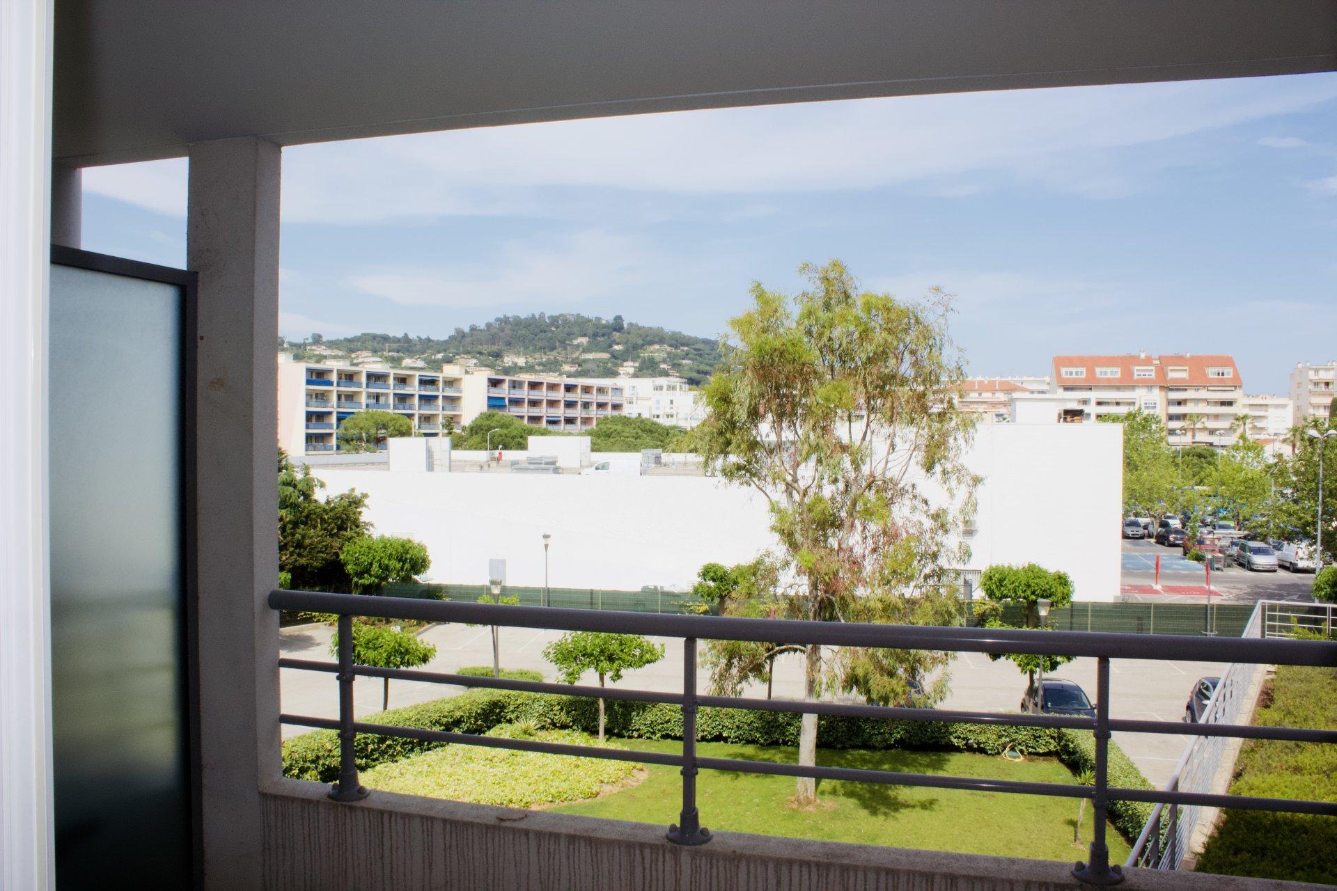Cannes La Bocca - F1 - Grande Terrasse - Parking