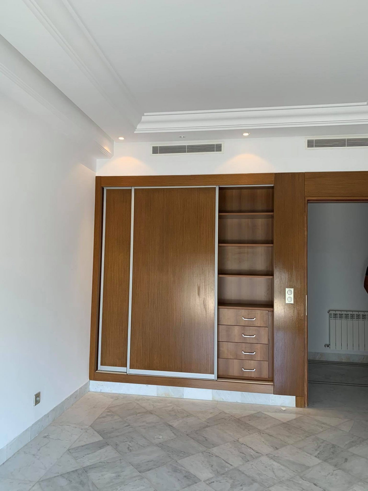 Location Appartement S+3 de 230 m² front Lac 1