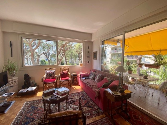 APARTMENT NICE SOLD IN LIFE ANNUITY