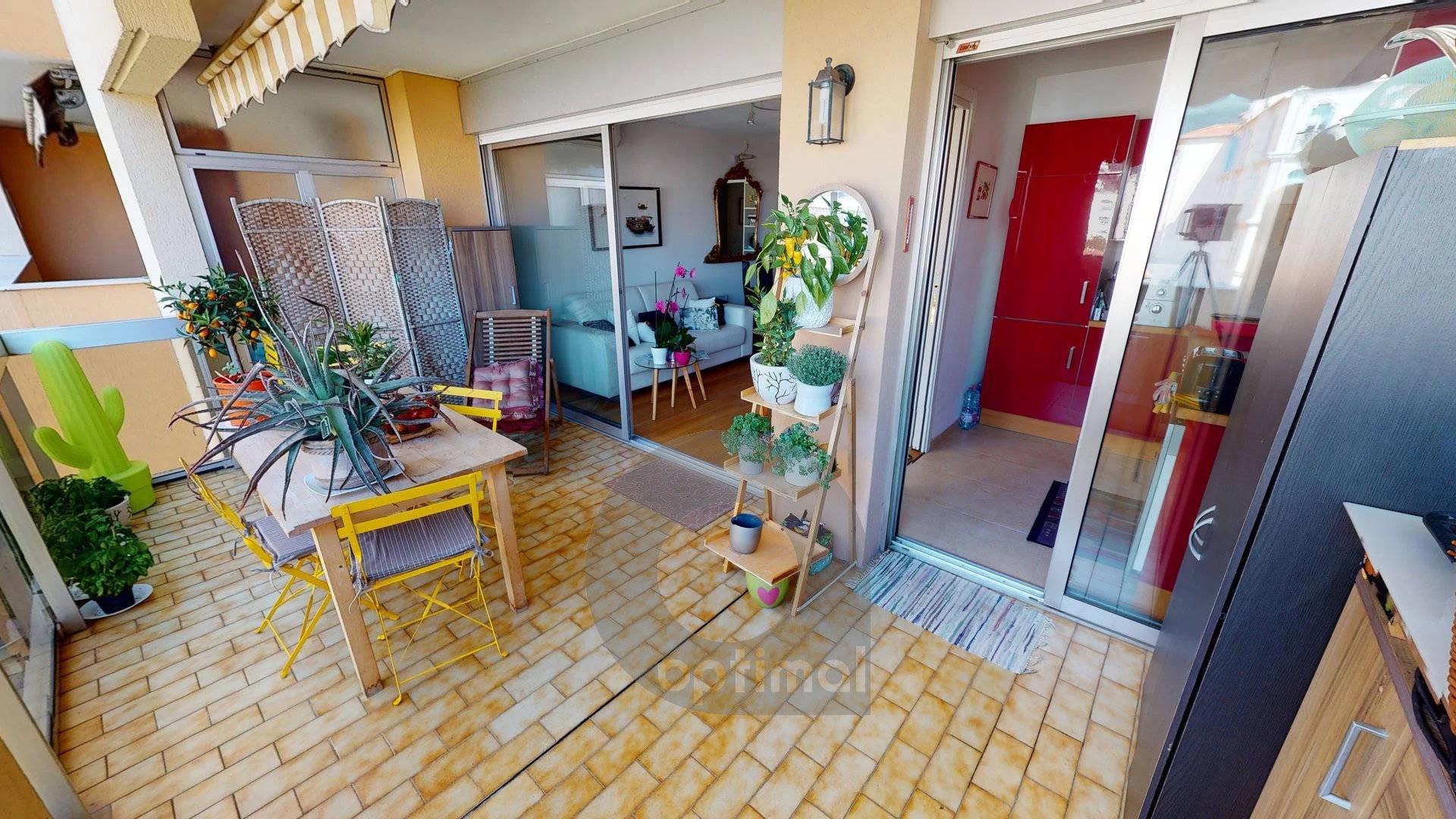Joli et grand studio avec alcôve, terrasse et garage plein centre