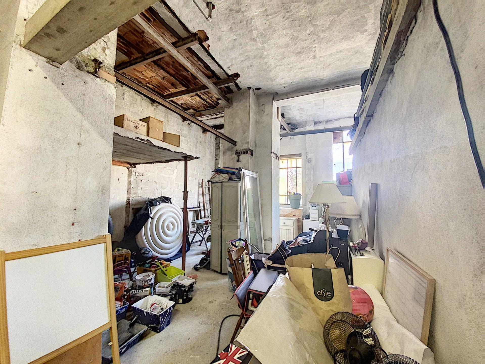 Dernier étage, appartement avec terrasse + hangar+ studio loft