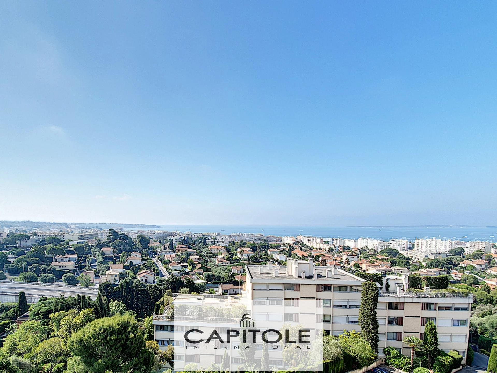 For sale, Antibes,  2 bedroom apartment 74m² with terrasse of 250m²