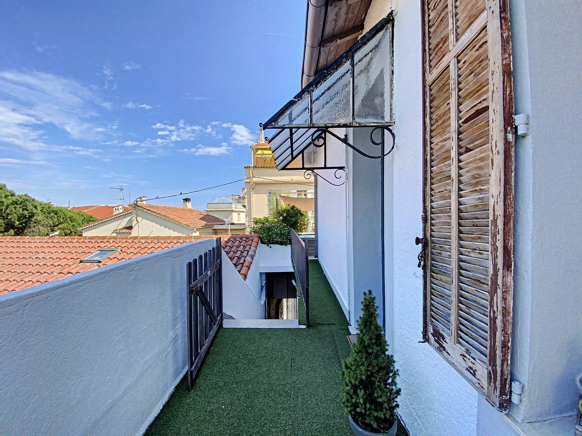 Stanislas : Immeuble avec spacieux appartement et entrepôt et studio
