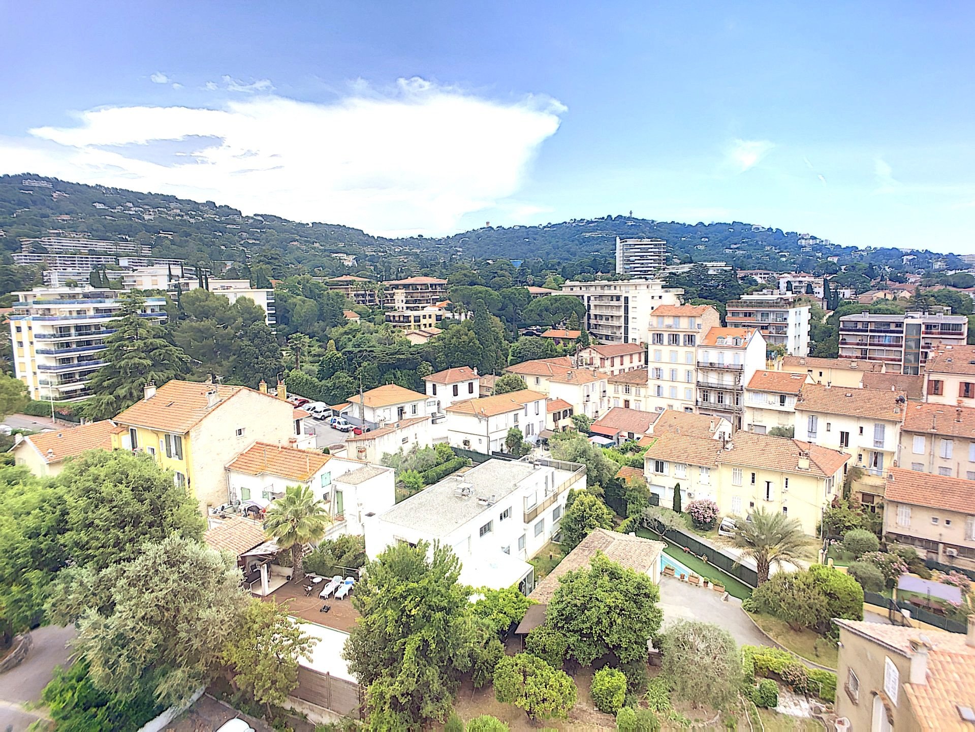 CANNES Montrose one bedroom on the top floor with terrace and parking