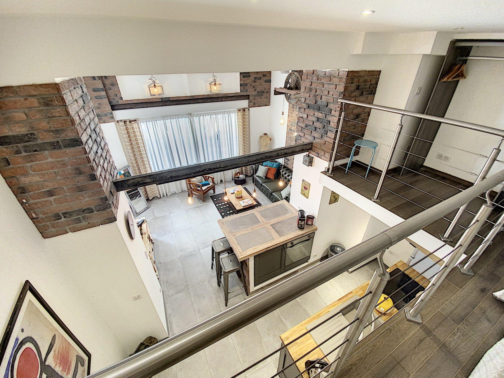 Rare, maison de ville avec appartement + grand entrepôt/loft et spacieux studio
