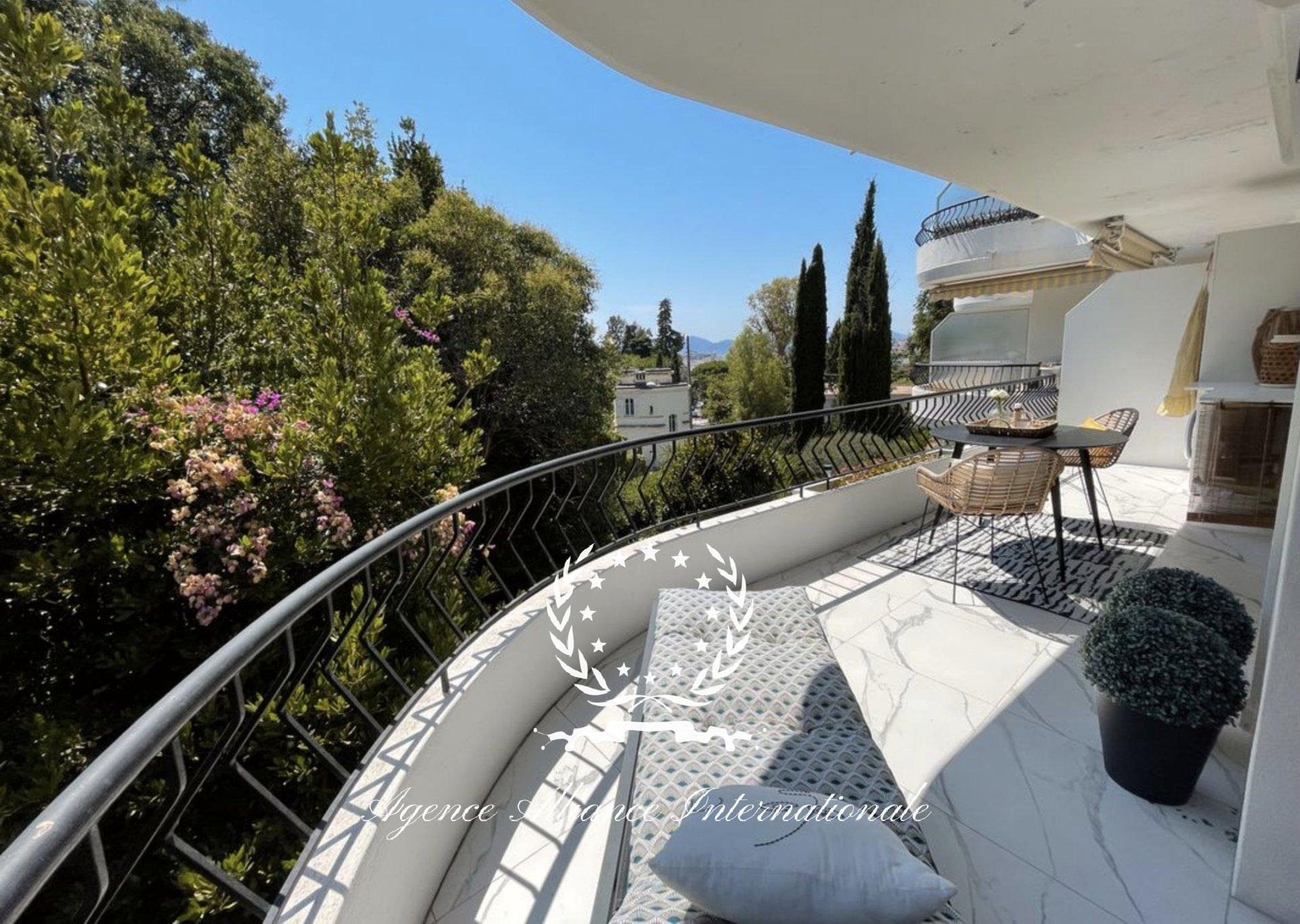 RENOVATED 1 BEDROOM - LARGE SOUTH FULL TERRACE - AIR CONDITIONED