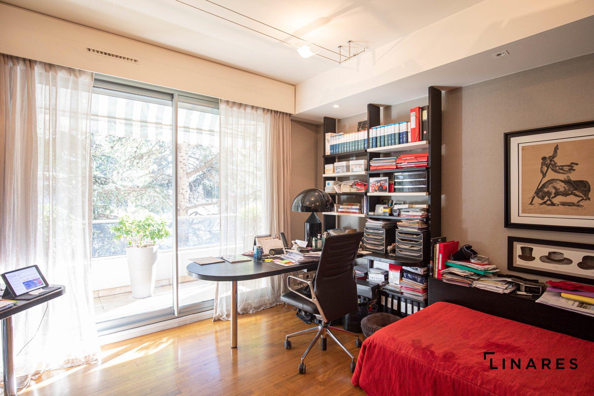 UN JARDIN SUR LA COLLINE - Appartement Duplex rez de jardin de 180 m2