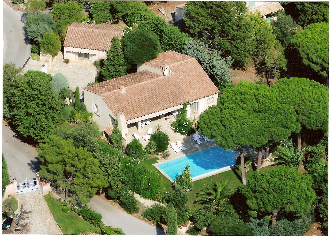 Jolie villa 4 chambres avec COS dans domaine