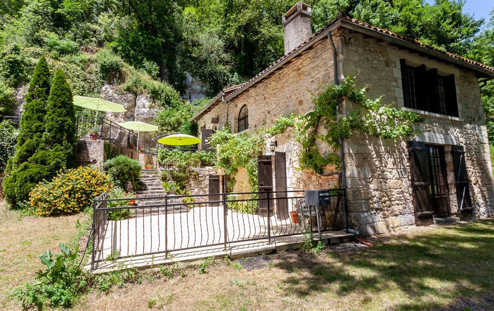 Beautiful house - no neighbours in gorgeous riverside setting