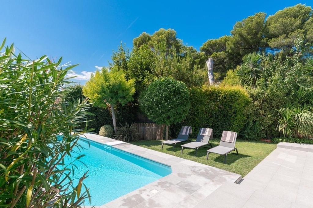 LE CANNET - contemporary villa with sea view