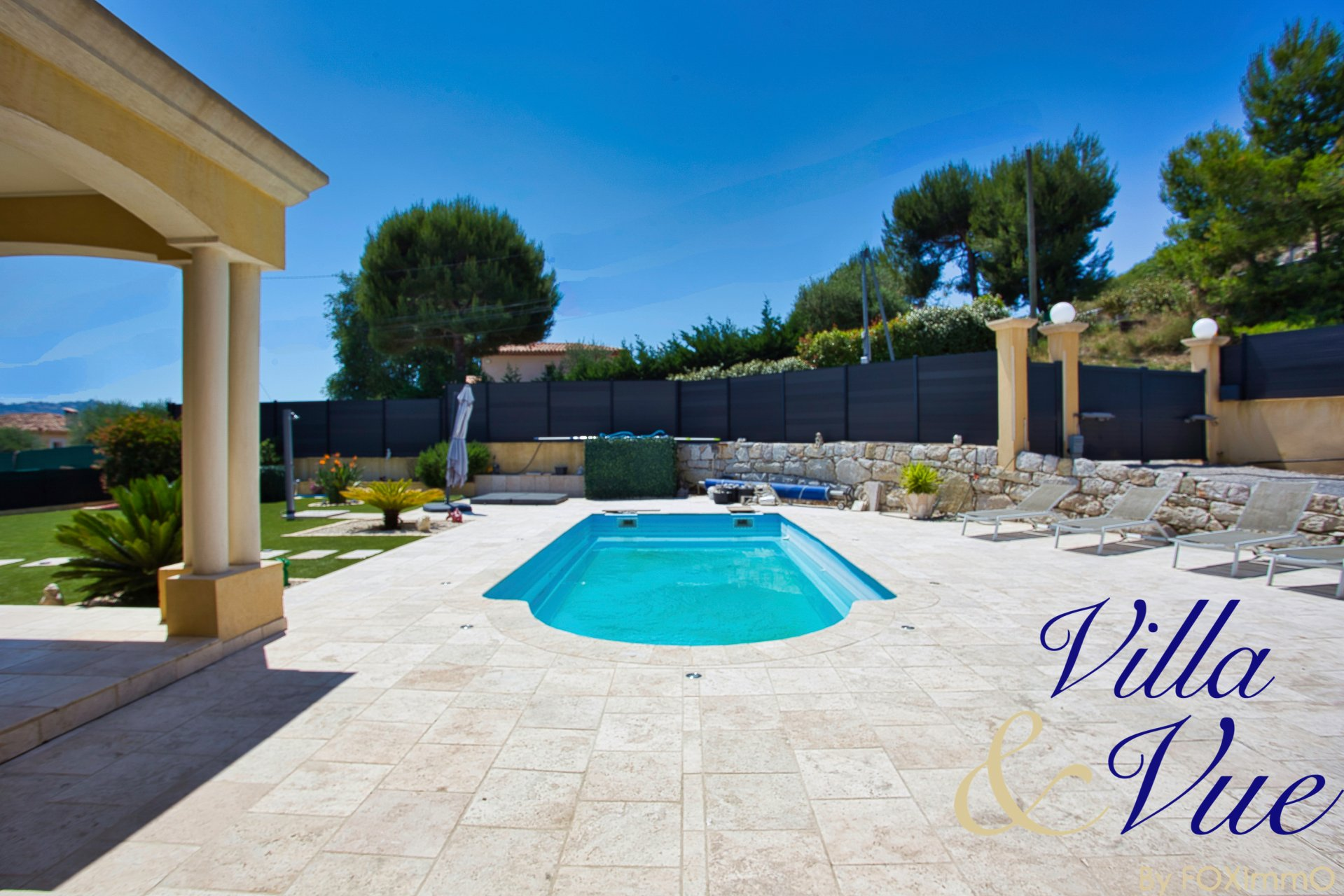 For sale large 7P family villa of 300 m² with pool